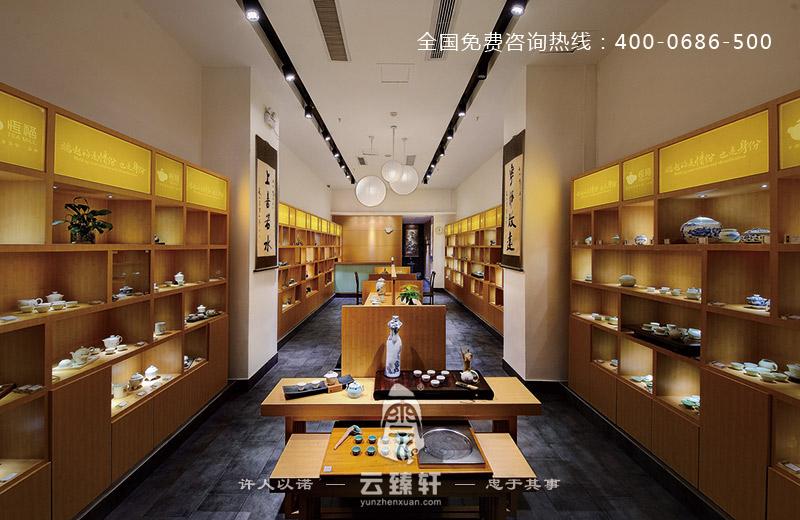 项目地点:福州 项目面积:100平方米 主要材料:仿古砖、主面板、LED灯 当茶成为人们生活中不可或缺的饮品时,茶具相应地也以其多姿的形态和各异功能成为了人们生活中的新宠。茶具店铺的装修也随之选择了中式装修风格。