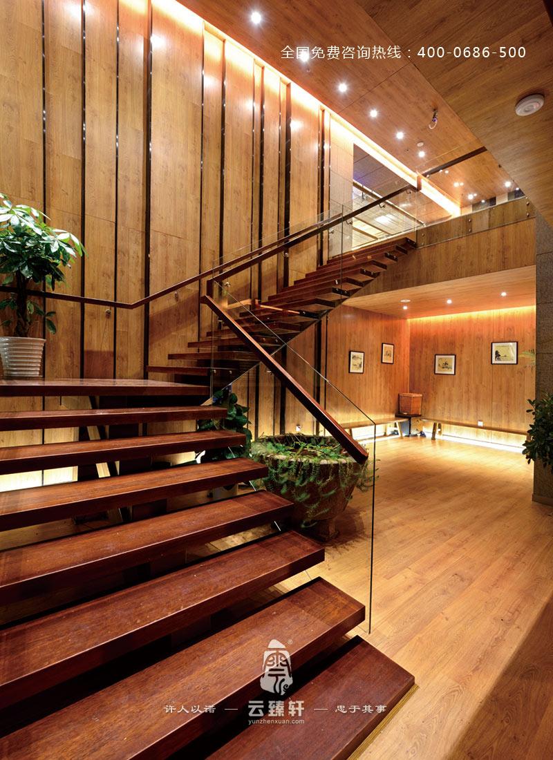 楼梯全是采用木结构进行装修设计
