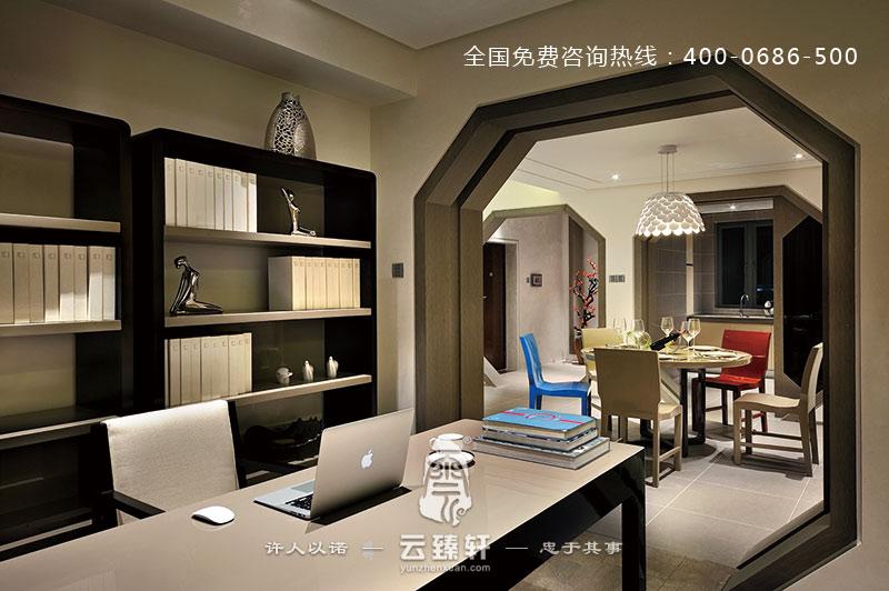 项目地点:福州 项目面积:130平方米 本案以中国古建构造为背景,结合现代风格的元素,让两者的精髓更好地融合在—起,形成时尚的新中式风格。此风格也是进几年比较流行的一种装修风格,得到了大家的喜欢,这种风格也是云臻轩中式设计公司专业做的其中的一种。这样的中式装修案例怎能不叫人喜欢?