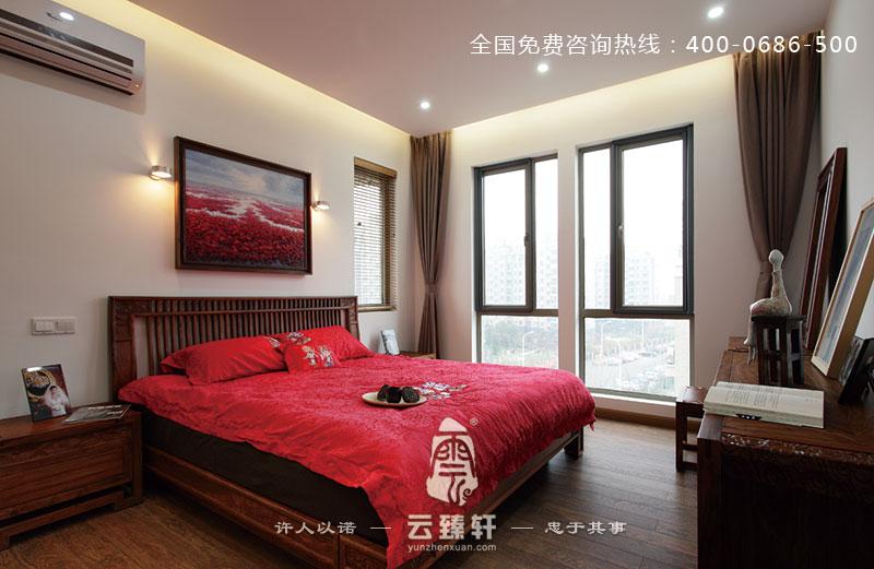 项目地点:南京; 项目面积:120平方米; 主要材料:家具、灰砖、艺术花格; 本案以大量的木材作为设计的主导材料,配以麻质布艺、文化石等,主要是以中式元素的装修材料为主,云臻轩设计师根据业主需求,特地为业主打造出此质朴清新的三居室新中式风格装修案例,供大家欣赏。