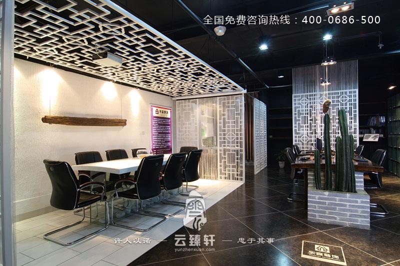 项目地点:昆山; 项目面积:1000平方米; 装修材料:蘑菇石、木条、壁纸、复合地板、空,诚、白色乳胶漆; 办公室是人们工作的场所,员工的情绪、工作效率常常会受到办公室环境的影响。而这间白色优雅的中式办公室,轻松愉快的色彩、别致巧妙的创意,以及空气中弥漫的茶香味,都可以让员工在放松的心态下完成工作,从而有利于工作效率的提高。