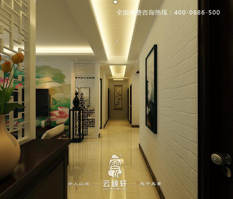 整个中式过道空间以白色为主,白色的墙壁,地砖,以及白色的中式花格图片