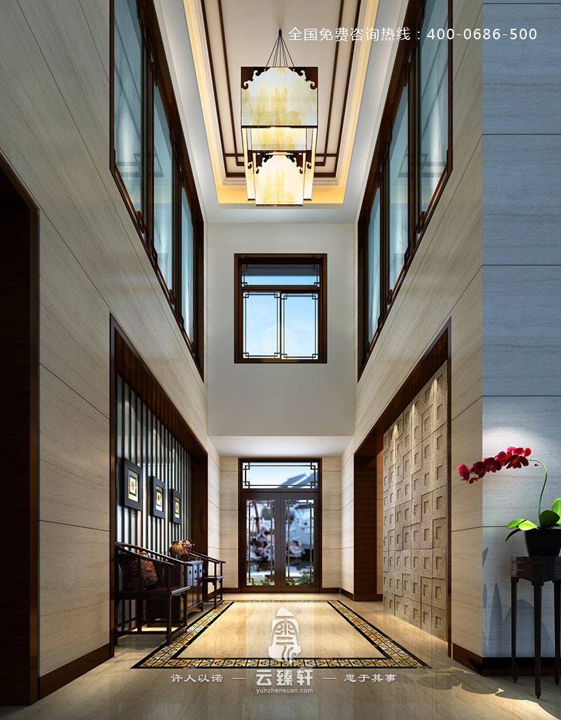 中式花格的吊顶以及中式宫灯和地面上的中式方形的地砖相呼应,以及图片