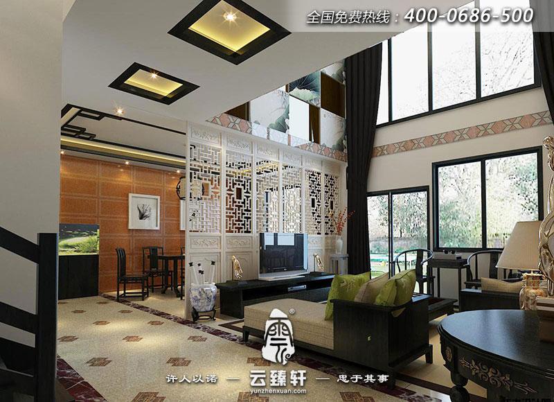 中式别墅客厅的电视背景墙用以白色的中式花格隔断