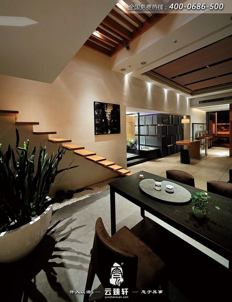 用于吊顶,楼梯,墙面,展示柜,并且结合蒙古黑火烧板,白色烤漆玻璃