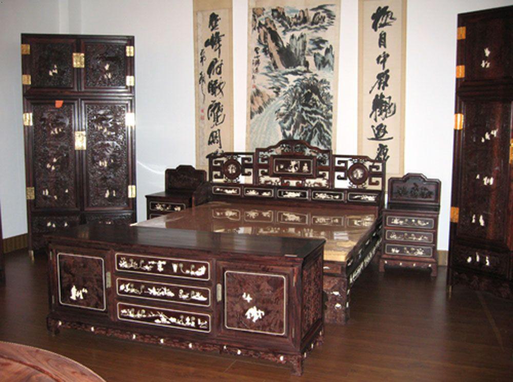 花梨木,鸡翅木制成的家具,除 此之外的木材制作家具都不能称为红木
